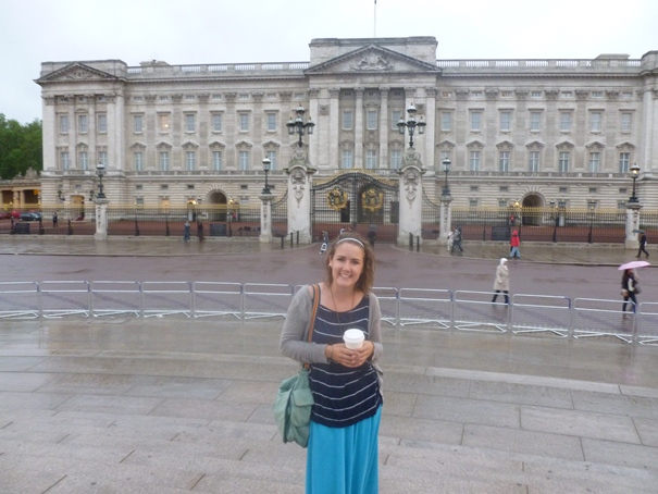 jen-with-buckingham-palace.jpg