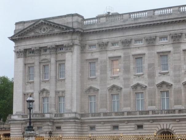 light-in-buckingham-palace.jpg